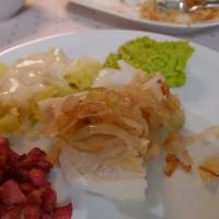 Klippfisk med ertestuing, bacon, sennepssaus og poteter