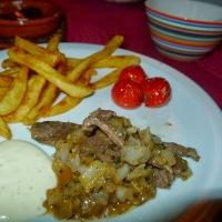 Mexcikansk biffsnadder med pommes frites