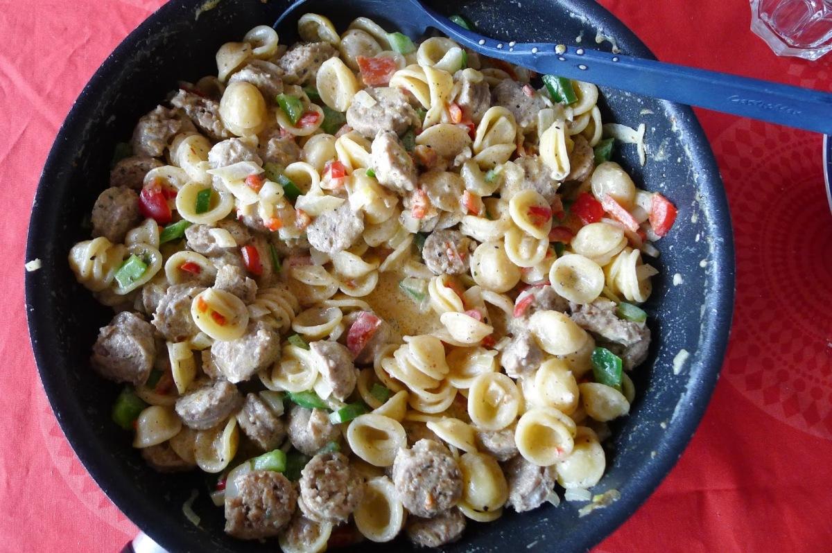 Pasta med pølse og grønnsaker