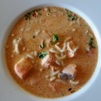 Kryddersterk suppe med laks og reker