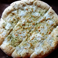 Enkle brødpinner med ost og hvitløk