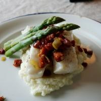 Torsk med chorizo, asparges og blomkålpure